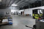 Hala produkcyjna z maszynami
