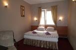 Sprzedam hotel w Łomiankach przy trasie E7