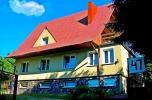 Dom-pensjonat. Ca 400 m2 pow. użytkowej, 3 apartamenty plus cztery pokoje. Własna linia brzegowa.