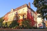 Pałac – dziewiętnastowieczna rezydencja szlachecka k. Raciborza, otoczona 4,5 ha parkiem.