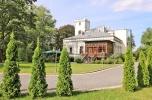 Reprezentacyjny obiekt hotelowy otoczony zabytkowym 2,2 ha parkiem.