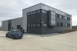 Spredam nowoczesną halę produkcyjno-biurową w okolicy Poznania