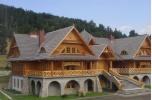 Zespół hotelowy z bali drewnianych